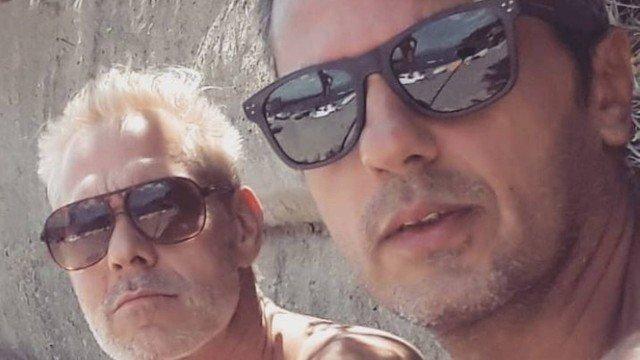 Após 'sair do armário', Nico Puig posa com o marido e surpreende