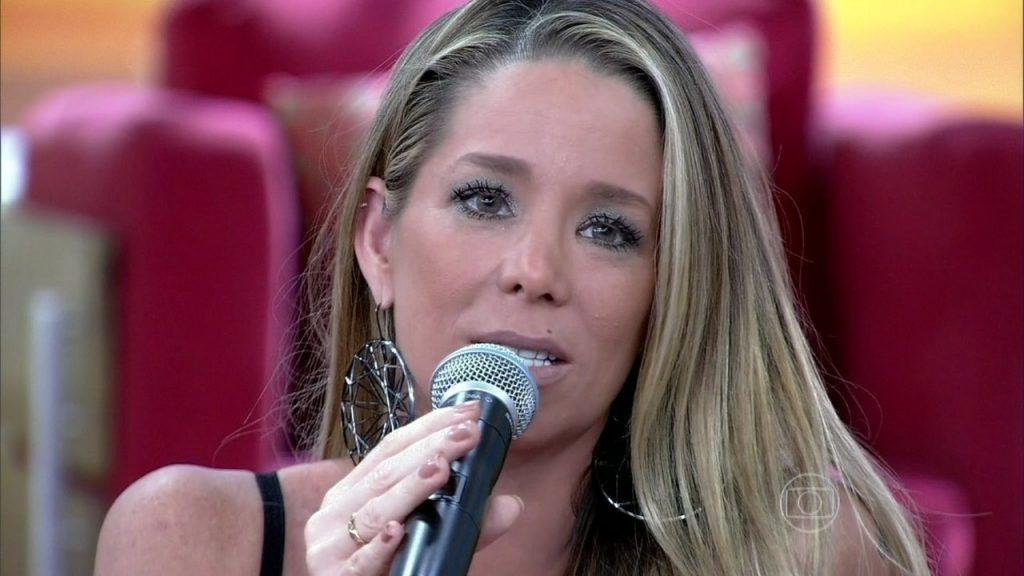 Público acusa atriz Danielle Winits de farsa após publicação suspeita e controversa
