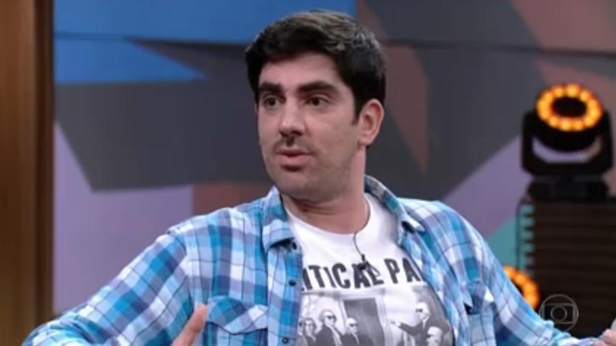 Marcelo Adnet canta paródia no Encontro e internautas apontam indireta para Bolsonaro