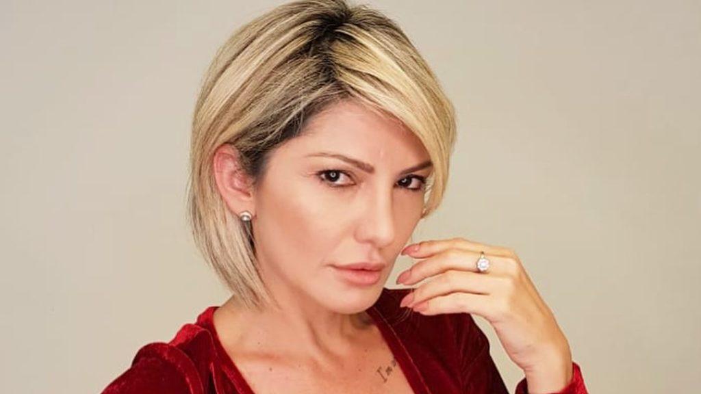 Antonia Fontenelle posa nua, ostenta corpão e arranca elogios dos internautas