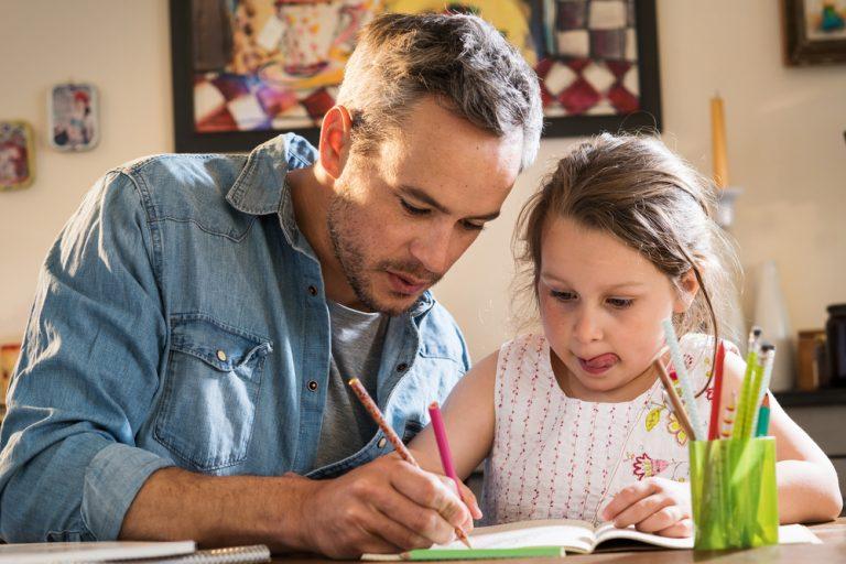 Como ajudar e incentivar o filho com a lição de casa por Marcelo Cunha Bueno