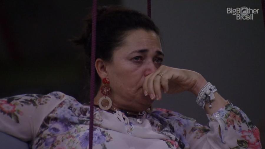 """BBB19: Tereza chora após ser chamada de chata por Paula e rebate: """"Pesado demais isso"""""""