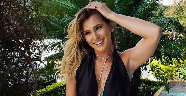 Lívia Andrade perde seguidores no Instagram, se irrita com a situação e manda recado em foto provocante
