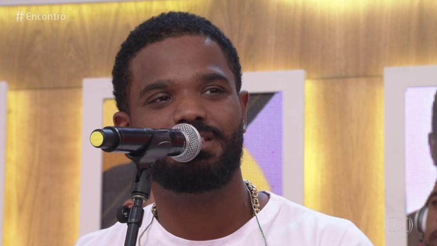 Filho de Arlindo Cruz conta que o pai se emociona ao vê-lo cantar seus grandes sucessos