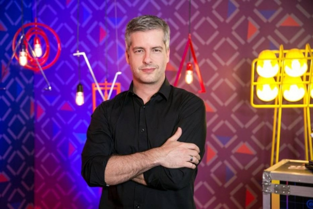 Após ironizar violência doméstica, Victor Chaves rebate acusações e detona o mundo dos famosos
