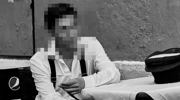 Iludido, ator tenta ostentar vida luxuosa na web, mas está desempregado e sem teto