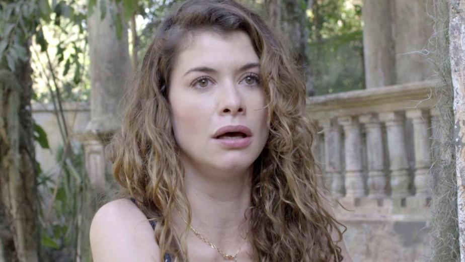 Alinne Moraes revela o que diria para si mesma na infância: 'Calma'