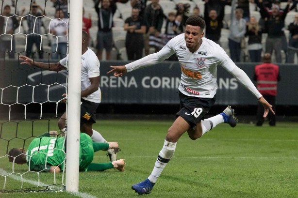 Jogo do Corinthians levanta audiência da RedeTV! e faz emissora bater recorde em sete anos