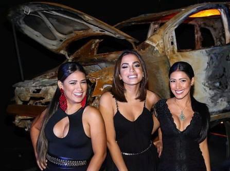 Sem Simaria, Anitta e Simone aparecem juntas e despistam boatos de briga