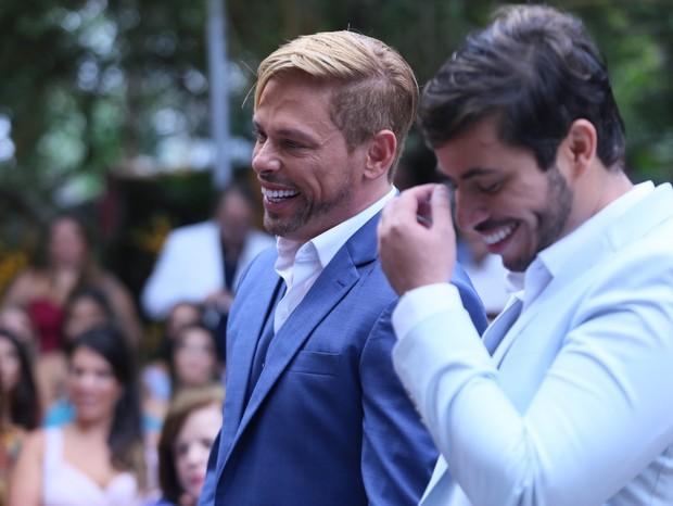 Casamento de Bruno Chateaubriand e Diogo Bocca é marcado pela presença de inúmeros famosos; confira fotos