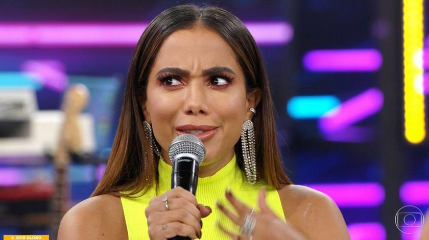 Em alta, Anitta aparece em dois programas diferentes da Globo e bomba na web