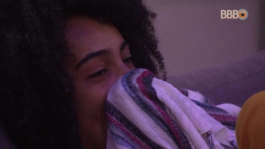 BBB19: Gabriela se emociona, não segura as lágrimas e pede ajuda da produção da Globo