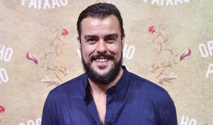 Ator da Globo, Joaquim Lopes publica foto com Marcella Fogaça e faz admissão
