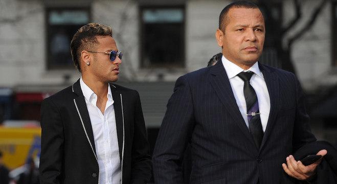 Comentarista da Globo chama Neymar de mimado e pai do jogador se revolta ao vivo