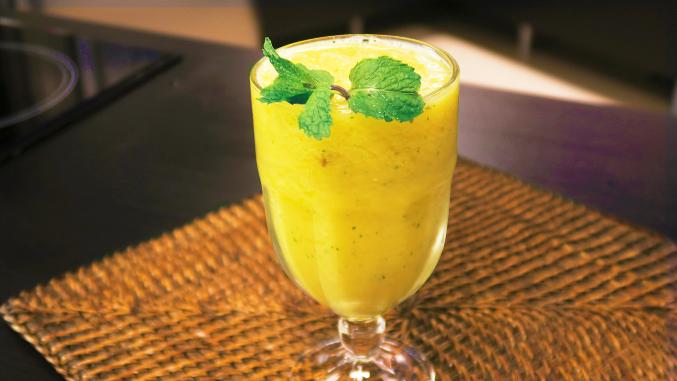 Recupere as energias do Carnaval com este smoothie detox maravilhoso da Catia!