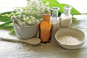 A diferença de floral, homeopatia e os remédios por Denise Giarelli