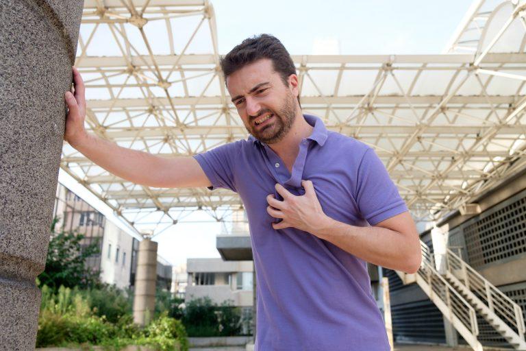 Sintomas de um Ataque Cardíaco por Dr. Ghattas