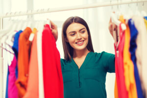 Como aproveitar as novas tendências com o guarda roupa antigo por Sabrina Farias