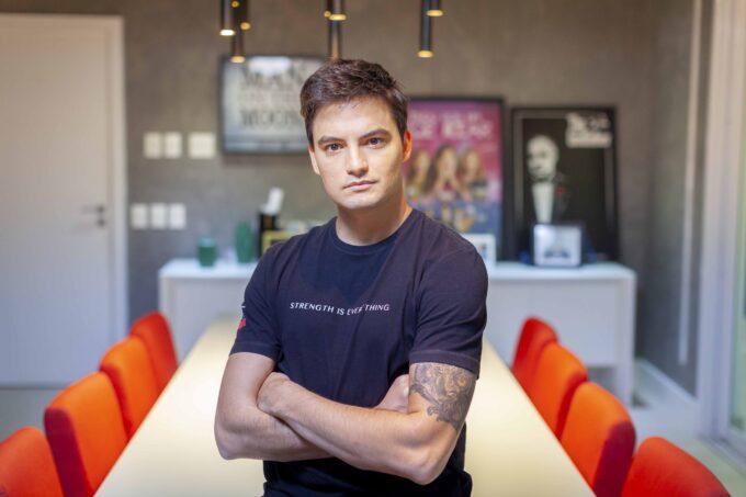 Felipe Neto reclama da Netflix e é desmascarado publicamente pela empresa