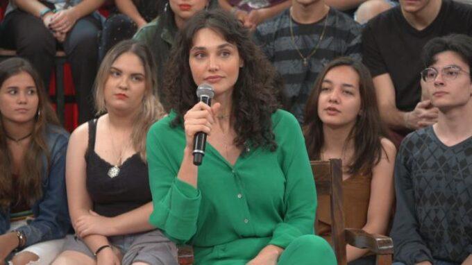 Débora Nascimento fica encurralada na Globo e é obrigado a falar sobre separação de José Loreto em programa