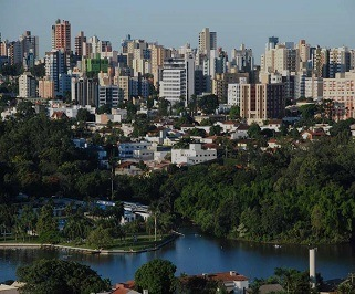 Ônibus saindo da Rodoviária de Curitiba para Londrina