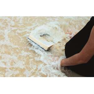 REGINA DE PAULA<br>Da Série Sobre Areia<br>impressão fine art, ass. dat. 2013, num. 1/5 e tit. no verso (performer Anais Karenin / foto Wilton Montenegro)<br>43 x 66 cm