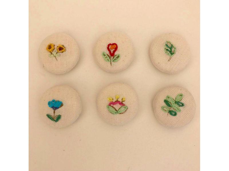 Botões forrados bordados - Flowers