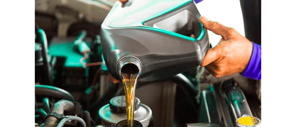 Trocar o óleo no tempo certo, utilizar o lubrificante correto e cuidar bem do seu caminhão aumentam a vida útil dele e diminuem os seus custos