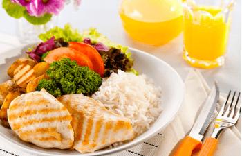 Confira algumas dicas simples para comer bem e manter sua saúde na estrada
