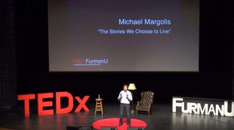 Ted Talk na prática sendo mostrado o palco