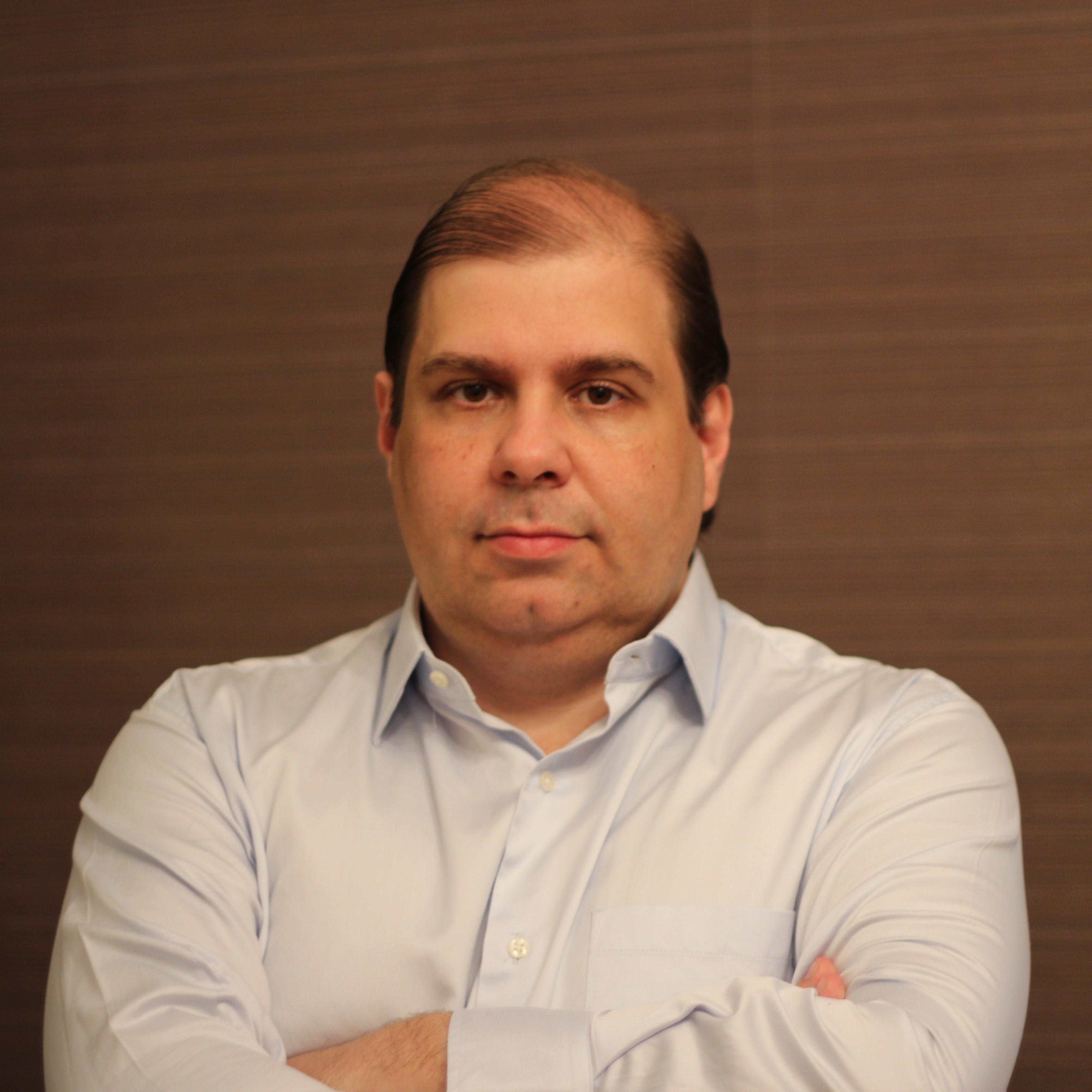 Carlos L L Rischioto