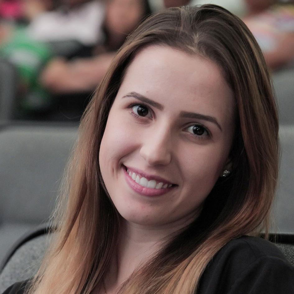 Flávia de Oliveira Guaresi