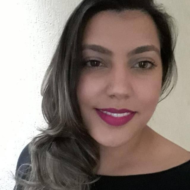 Yasmine Caxeiro