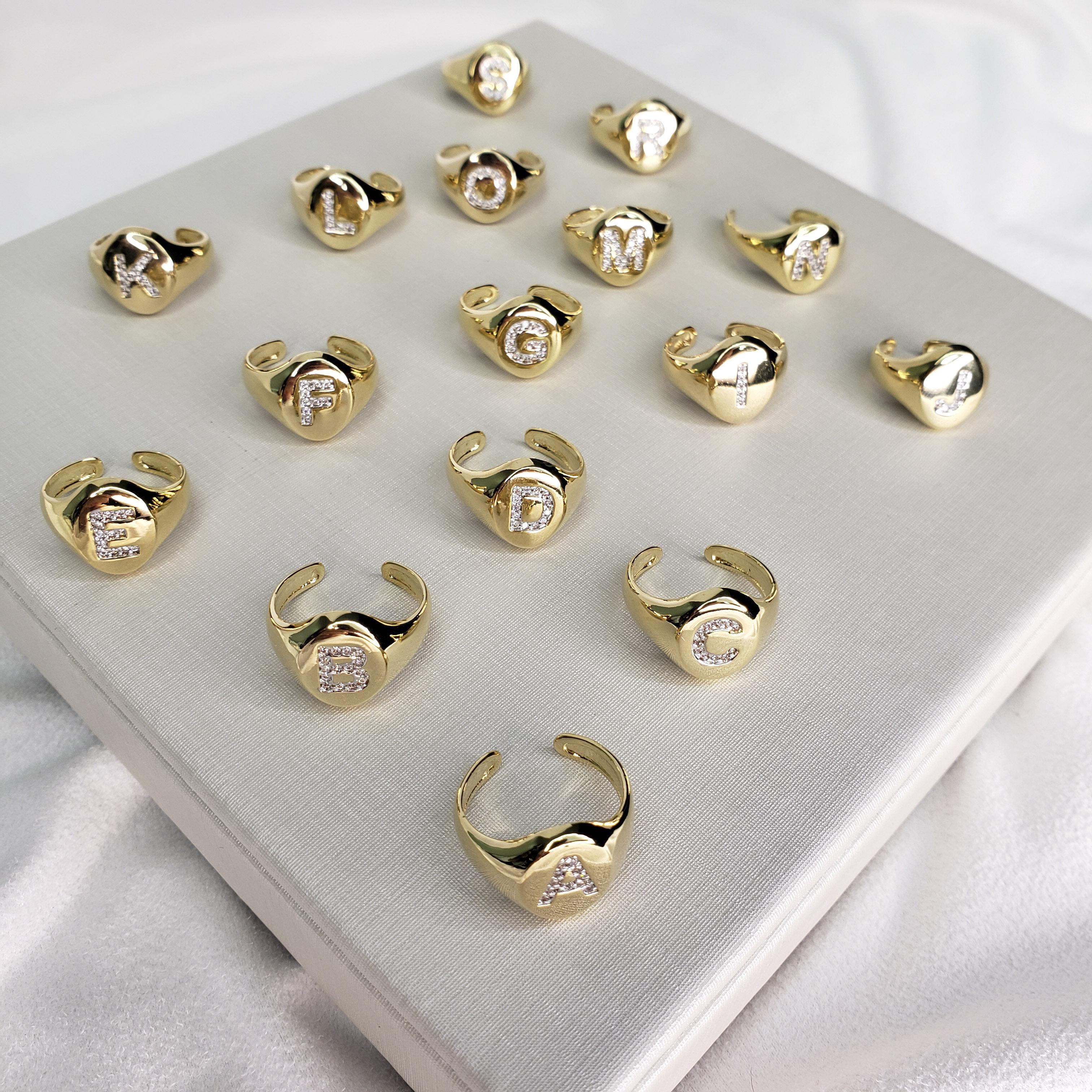 Anel de Dedinho Letra Zircônias Ajustável Aros 10 a 14 Folheado em Ouro