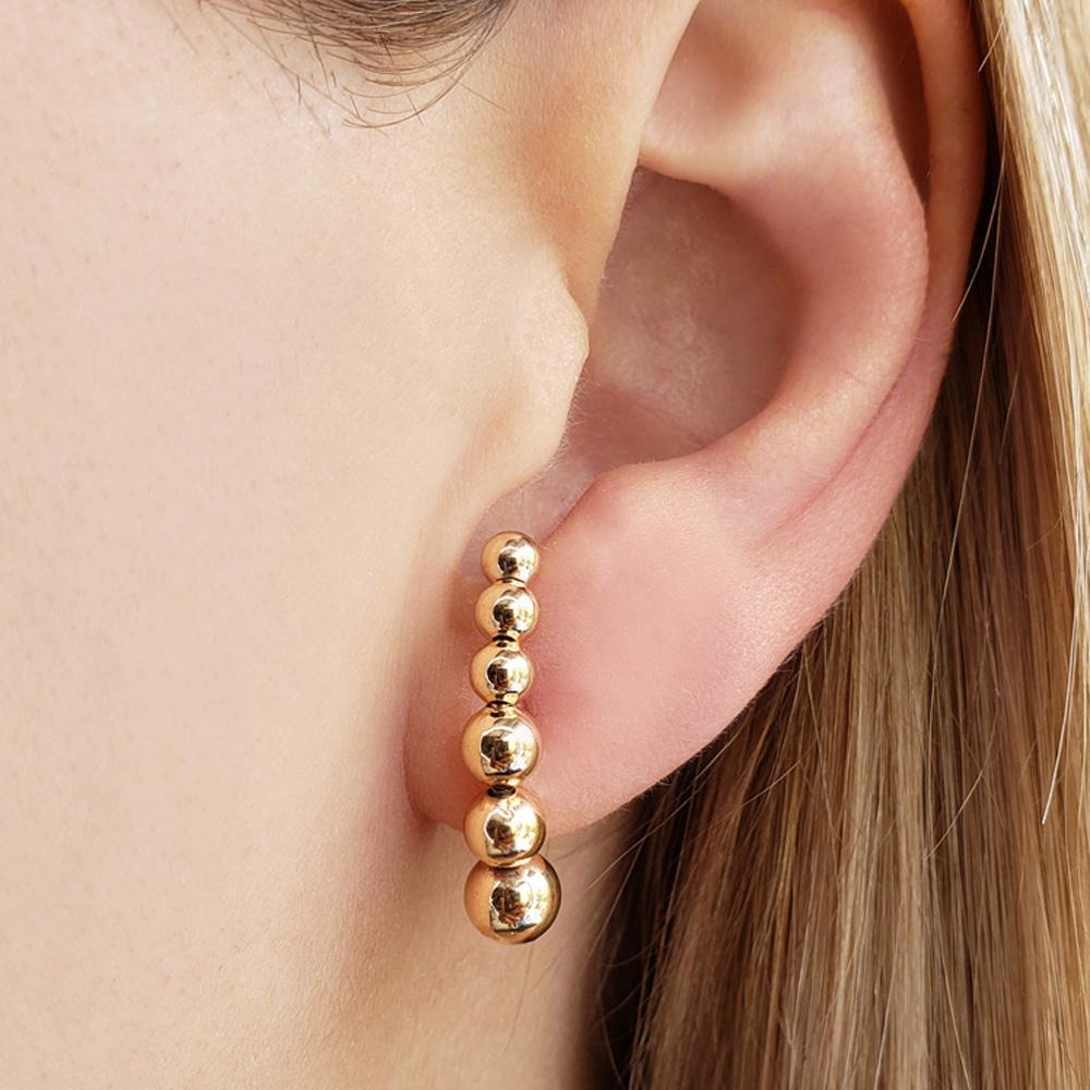 Brinco Ear Hook Bolinhas Diferentes Folheado em Ouro