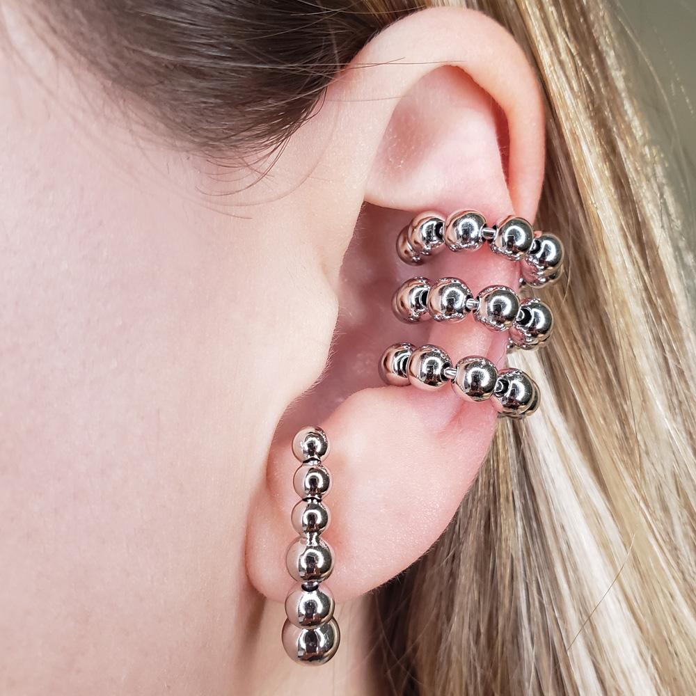 Brinco Ear Hook Bolinhas Diferentes Folheado em Ródio Branco