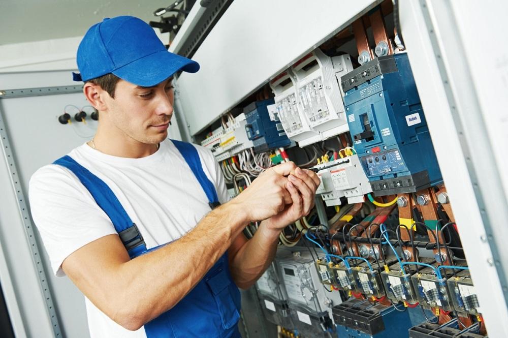 manutenção elétrica, eletricista de manutenção