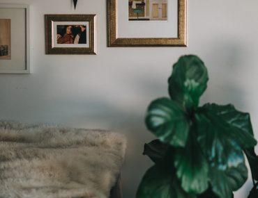 quadros na parede, como organizar quadros, quadros para sala