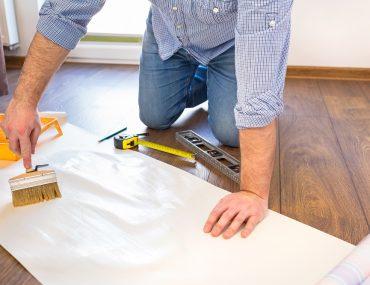 como aplicar papel de parede, como fazer aplicação de papel de parede, colagem papel de parede