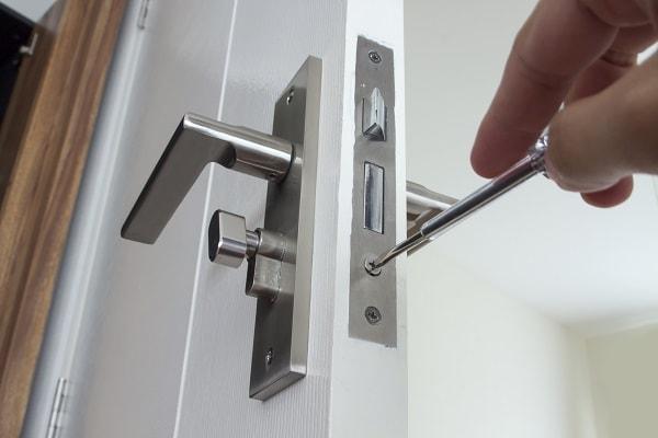 como consertar fechadura, como consertar miolo da fechadura, fechadura estragada
