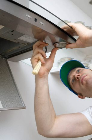 Confira o passo a passo de como instalar coifa de parede