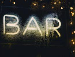 como montar um bar em casa, barzinho para sala, barzinho de sala, barzinho para sala pequena, como montar um bar, bar pequeno para sala, bar de madeira para sala, bar de canto de sala, decoração para bar, montar um bar, modelos de bar para sala, mini bar para sala pequena, modelos de barzinho para casa