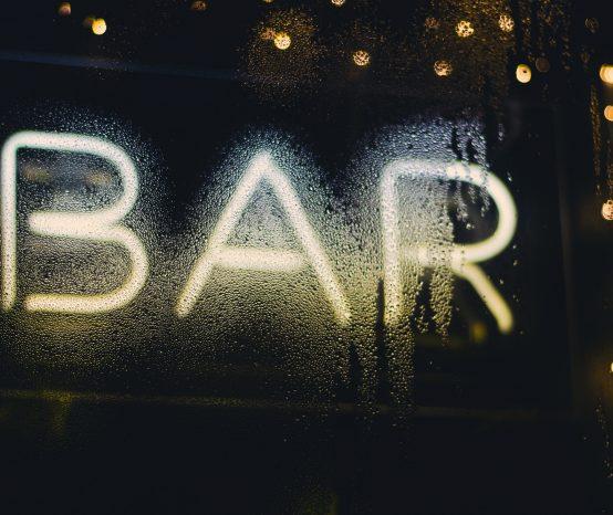 Como montar um bar incrível em casa: confira essas 6 dicas!