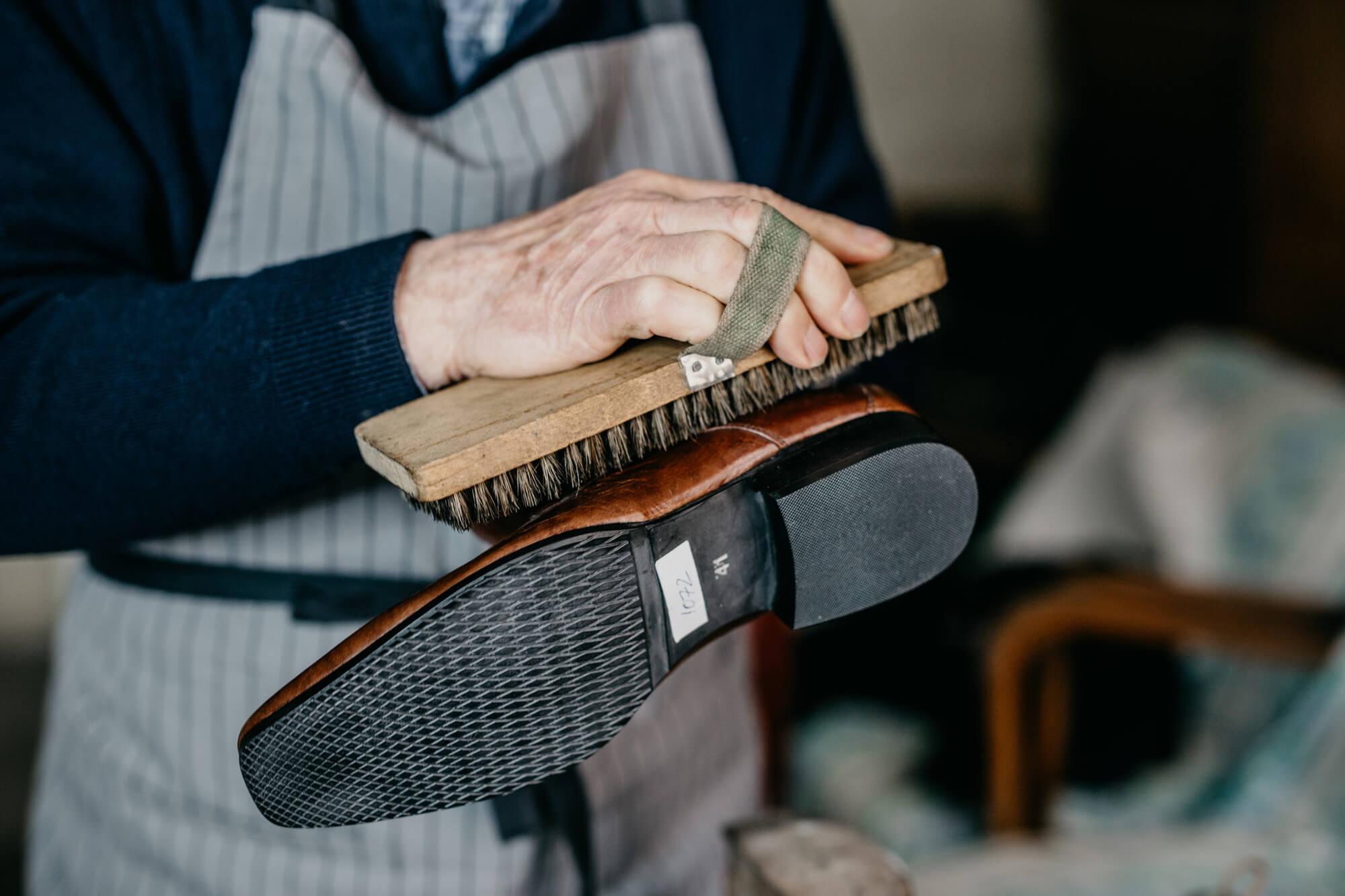 a98373d71 como limpar sapato, como limpar sapato de camurça, como limpar sapato de  couro,