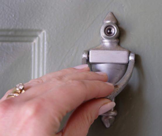 Aprenda como instalar o olho mágico na porta da sua casa