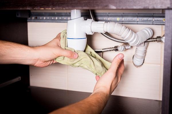 vazamento de água, vazamento no banheiro, como identificar um vazamento