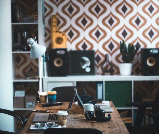 Use papel de parede para home office e transforme o seu escritório!