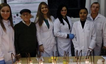 Estudantes do curso Técnico em Química do Anchieta realizam feira científica