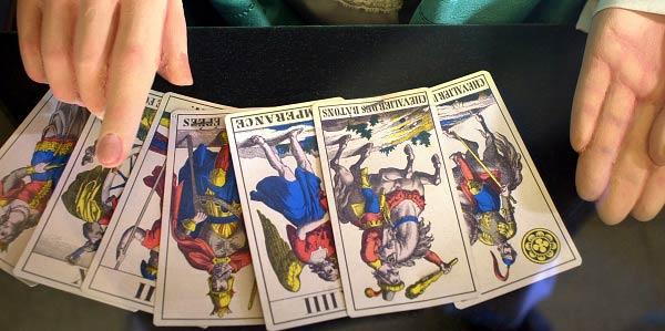 Realiza tu lectura de tarot gratuita