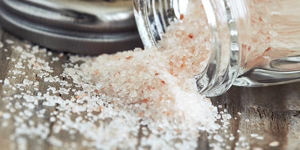 Limpeza de ambiente com sal grosso